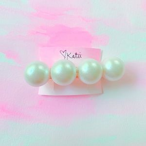 Huge Pearl Hair Accessory